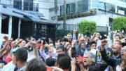 manifestantes-em-frente-a-residencia-de-lula-foto-roberto-parizotti-cut