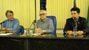 Pauderney Avelino, Ronaldo Mota e Sheldom Kermen: impasse sobre a greve (Foto: Valmir Lima)