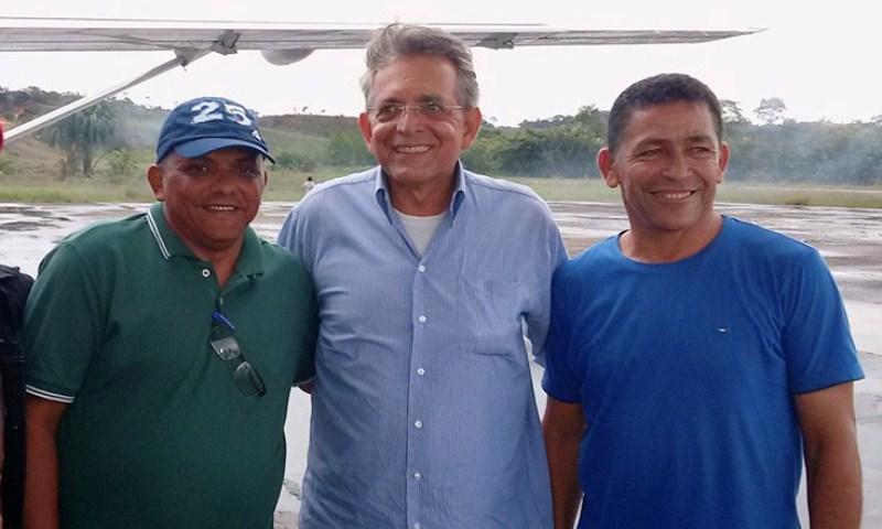 Antônio Maia (à direita), com o presidente do DEM, Pauderney Avelino, durante a campanha eleitoral deste ano, em Itamarati (Foto: Divulgação)