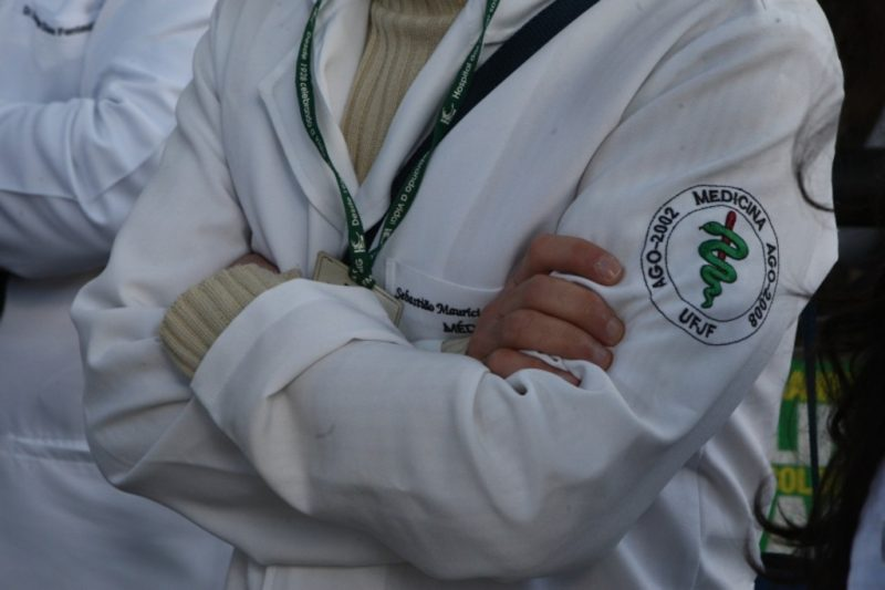Empresas terceirizadas de saúde ameaçam entregar contratos da Susam