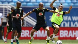 Zagueiro Miranda é um dos que podem desfalcar Brasil contra Argentina caso receba cartão amarelo (Foto: Lucas Figueiredo/CBF)