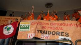 Brasília- DF 05-10-2016    Votação do projeto de lei  que desobriga a Petrobras a participar de todos os consórcios de exploração dos campos do pré-sal.  Foto Lula Marques/Agência PT