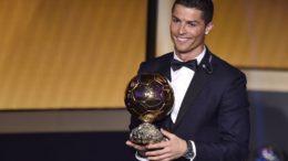 cristiano-ronaldo-recebe-o-trofeu-bola-de-ouro-da-fifa-portugues-e-eleito-o-melhor-jogador-do-mundo-1421089676003_956x637