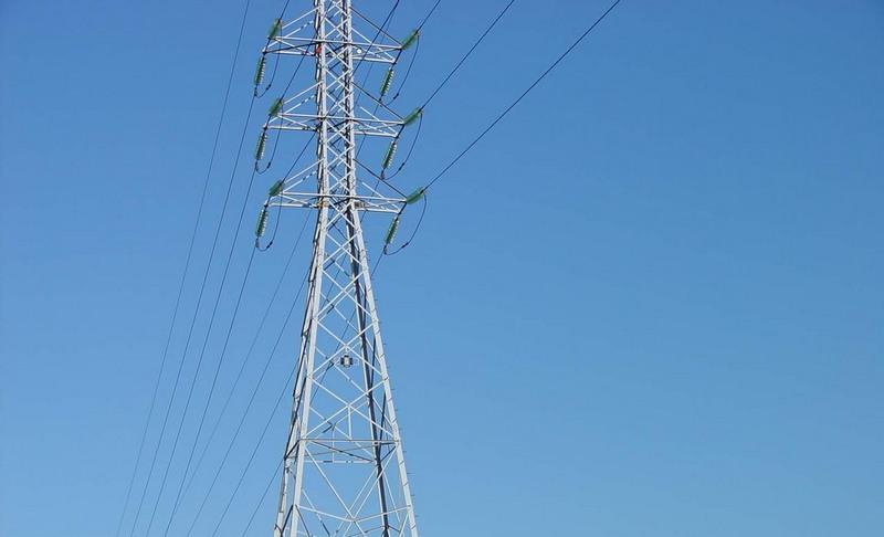 Criminosos derrubam torre de transmissão de energia no Ceará
