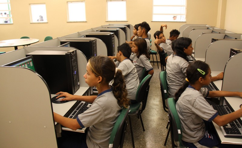 Aula de informática em escola de tempo integral, que terão 6,6 mil vagas (Foto: Secom/Divulgação)