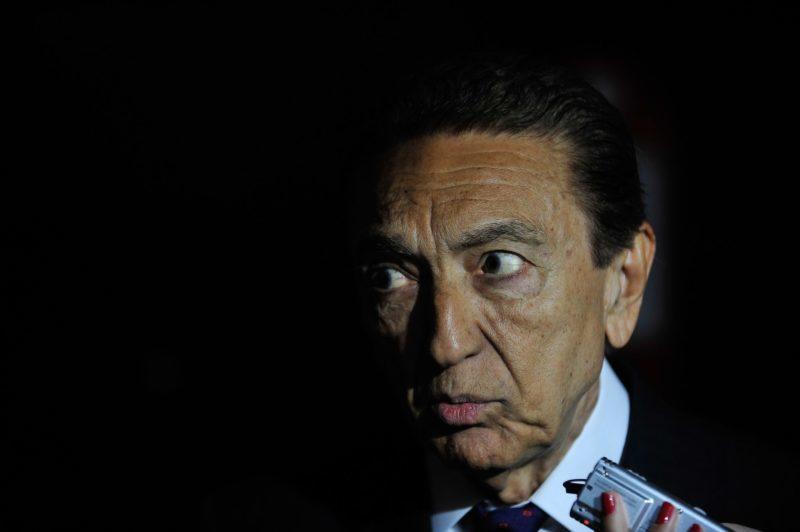 Edison Lobão é acusado de receber dinheiro em mochila, em 2012.