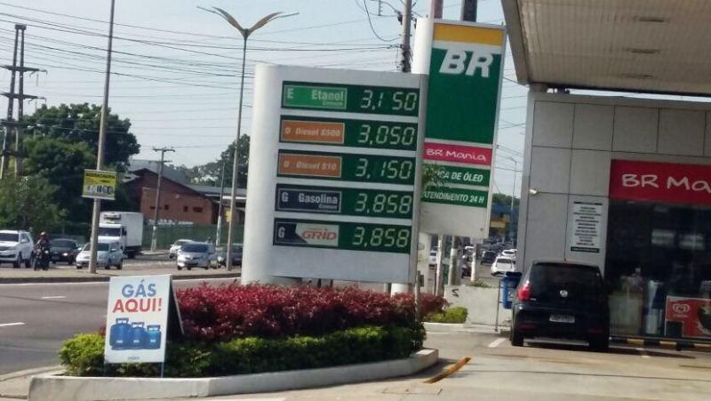 Neste posto BR, o preço do litro da gasolina estava R$ 3,35 nesta semana e voltou ao preço de R$ 3,85 praticando antes da redução (Foto: Divulgação)