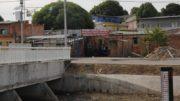 Equipamento instalado em ponte sobre igarapé monitora subida do nível da água (Foto: Marinho Ramos/Semcom)