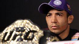 José Aldo reconquistou cinturão dos pesos leves (Foto: UFC featherweight Champion)