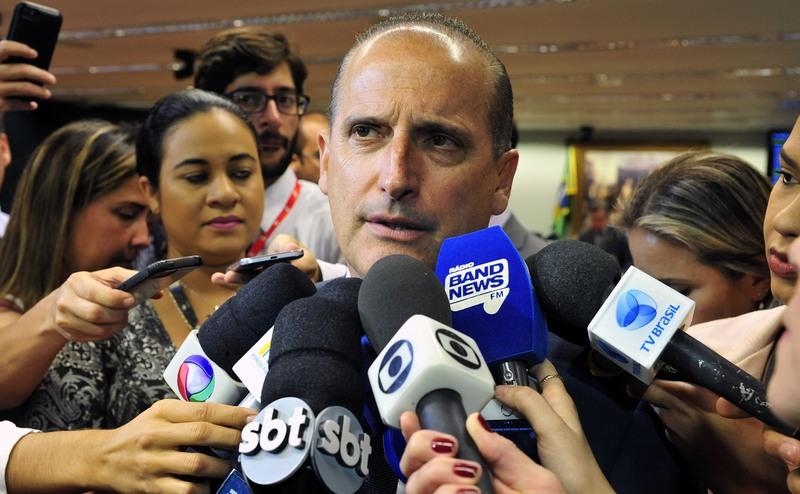 'Governos estrangeiros nos olham com desconfiança', diz Onyx Lorenzoni