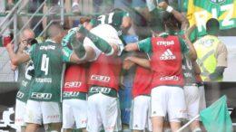 Jogadores do Palmeiras festejaram a vitória apertada sobre o Botafogo (Foto: Cesar Greco/Ag. Palmeiras/Divulgação)