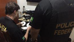 Agentes da PF gaúcha apreenderam CDs com material de pedofilia (Foto: PF-RS/Divulgação)