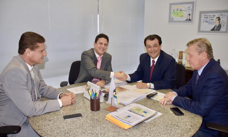 Marcoa Rotta, o ministro Bruno Araújo, Eduardo Braga e Arthur Virgílio (Foto: Divulgação)