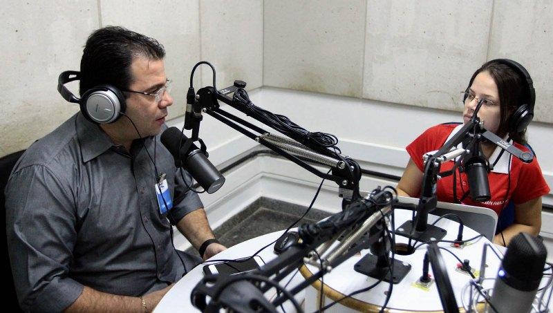 O presidente da Câmara Municipal, Wilker Barreto, em entrevista à Rádio CBN Amazônia (Foto: Tiago Corrêa/CMM)