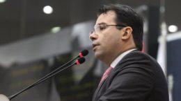 Wilker Barreto fica como prefeito interino até sexta-feira, dia 18 (Foto: Tiago Corrêa/CMM)