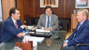 O senador Eduardo Braga e o prefeito Arthur Neto com o ministro Mendonça Filho (Foto: Semcom/Divulgação)