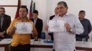 Antônio Lima (à direita) e o vice recebem o diploma de eleito no dia 6 deste mês (Foto: Divulgação)