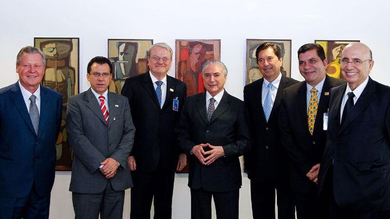 O presidente Michel Temer e o ministro Henrique Meirelles se reuniram com prefeitos nesta quinta (Foto: Semcom/Divulgação)
