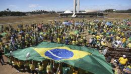 Brasília - Movimentos sociais realizam atos a favor do impeachment da presidenta afastada Dilma Rousseff, em apoio a Lava Jato e a aprovação das dez medidas contra a corrupção (José Cruz/Agência Brasil)