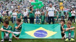 Torcida de Chapecó homenageou jogadores e comissão técnica em velório coletivo (Foto: Beto Barata/PR/Agência Brasil)
