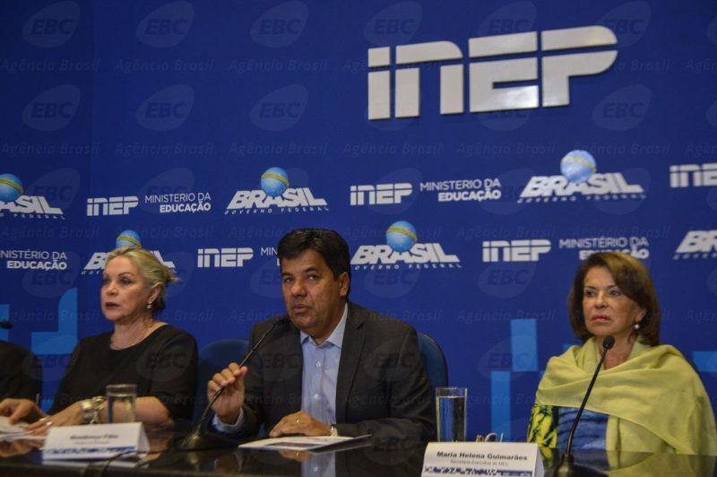 Brasília - A presidente do Inep, Maria Inês Fini, o ministro da Educação, Mendonça Filho, e a secretária executiva do MEC, Maria Helena Guimarães, falam à imprensa sobre o Enem (Marcello Casal Jr/Agência Brasil)