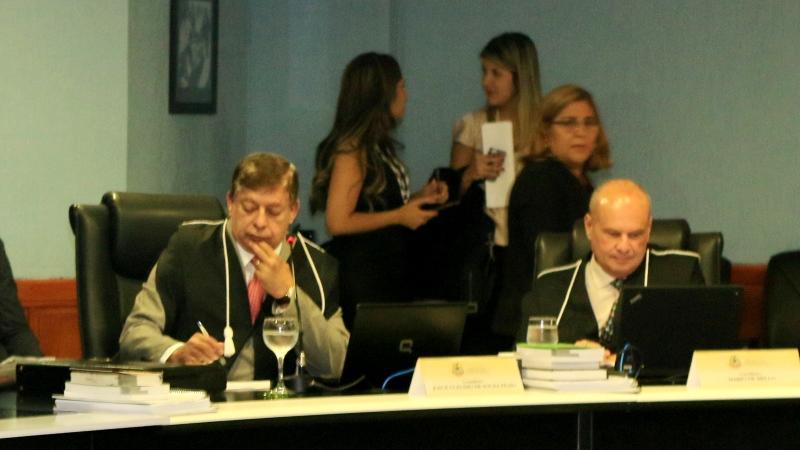 O conselheiro Josué Filho e o colega de bancada Mário  Mello: processos serão julgados nesta terça (Foto: TCE/Divulgação)