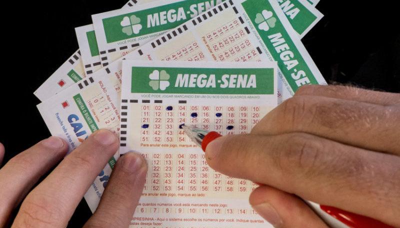 Mega-Sena acumula e pode chegar a R$ 56 milhões na próxima quarta-feira