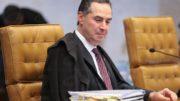 Brasília - Ministro Roberto Barroso em sessão plenária do STF para definir a fixação da tese de repercussão geral nas ações que tratam da desaposentação (José Cruz/Agência Brasil)