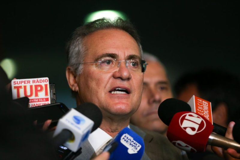Brasília - Presidente do Senado, Renan Calheiros, fala à imprensa, no Congresso Nacional (Marcelo Camargo/Agência Brasil)