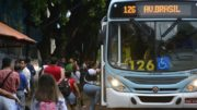 Ônibus só voltaram a circular à noite, após fim de reunião de líderes da greve com o prefeito Arthur Neto (Foto: Márcio James/Semcom)