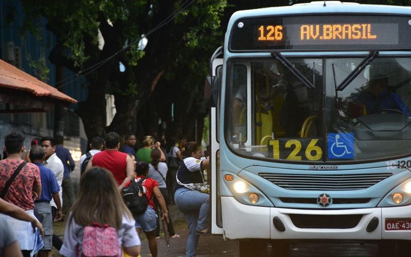 Ônibus gratuito no 2° turno só depende de decreto do prefeito, diz secretário