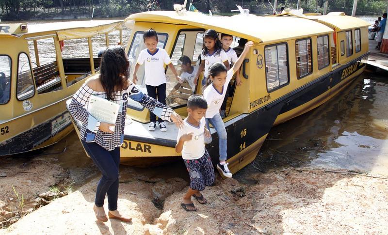 Empresa de transporte escolar tem contrato de R$ 11 milhões e ganha mais R$ 28 milhões sem licitação