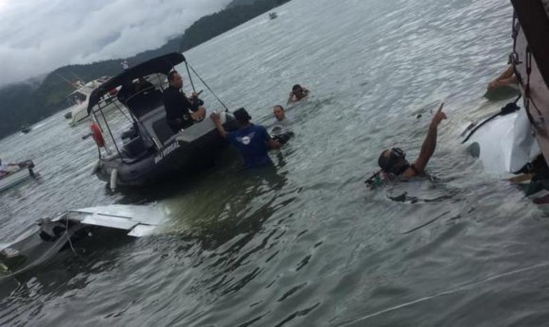 Piratas atacam embarcação obrigando as pessoas a pularem no rio