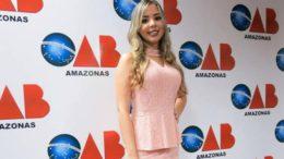 A advogada Camila Uiara está exercendo a profissão há um mês e foi envolvida em um imbróglio no presídio (Foto: Reprodução/Facebook)