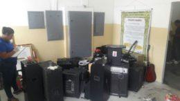 Equipamentos de som usados nas celas e em festas organizadas por presos no Compaj (Fotos: Divulgação/PC)
