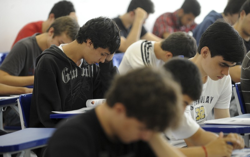 Estudantes do último ano do Ensino Médio aprovados no vestibular poderão se matricular na universidade (Foto: ABr/Divulgação)