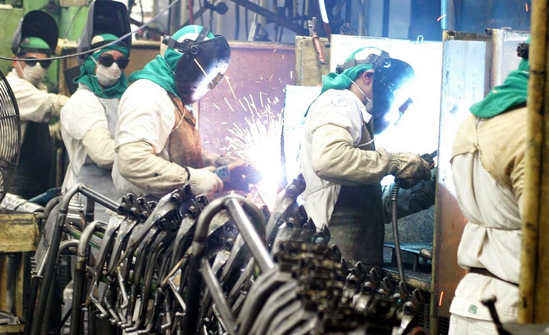 Produção e emprego caem na indústria em setembro, revela CNI