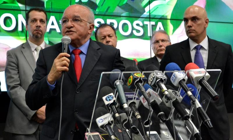 O governador José Melo anunciou as medidas depois de reunir-se com o ministro Alexandre de Moraes (Foto: Valmir Lima)