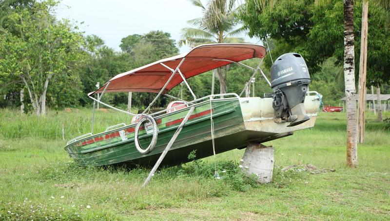 Lancha foi encontrada em terreno que não era da prefeitura, segundo o prefeito Júnior Leite