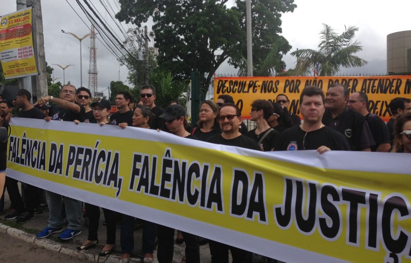 Peritos protesto (Foto: Maria Derzi)