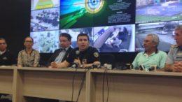Sérgio Fontes (ao centro) disse que massacre só não foi pior porque ocorreu em apenas um presídio (Foto: Maria Derzi/Divulgação)