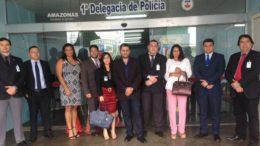 Membros da Procuradoria de Prerrogativas dos Advogados foram ao 1° DIP apurar o caso (Foto: Maria Derzi)