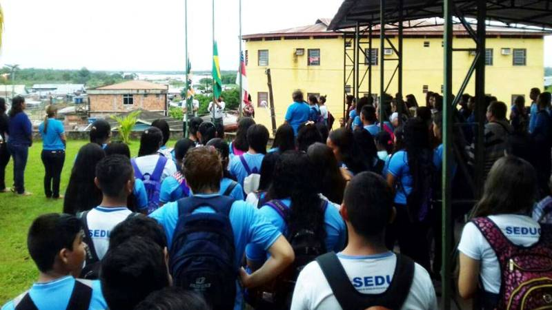 """Estudantes da rede pública são """"seduzidos"""" pelas ofertas de emprego que n ao se concretizam (Foto: Divulgação/Seduc)"""