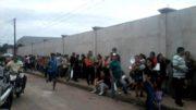Candidatos formaram imensa fila para tentar obter vaga de trabalho em Manacapuru (Foto: Divulgação)