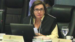 Conselheira Yara Lins quer ouvir os envolvidos no imbróglio que se transformou o reajuste da tarifa de ônibus (Foto: TCE/Divulgação)