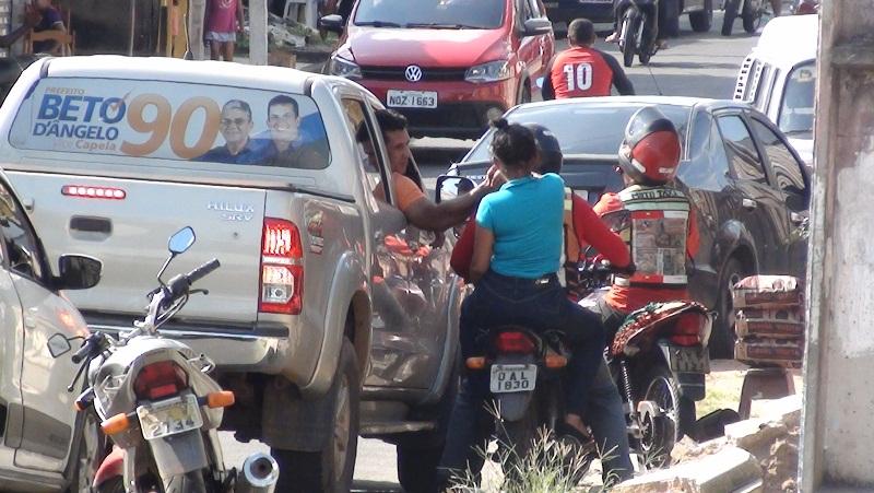 Candidato Beto Dângelo no dia da eleição em Manacapuru, onde o registro de votos liberados com a digital de mesários foi alto (Foto: Divulgação)