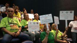 Servidores públicos protestam na ALE contra aumento da alíquota previdenciária (Foto: Valmir Lima)