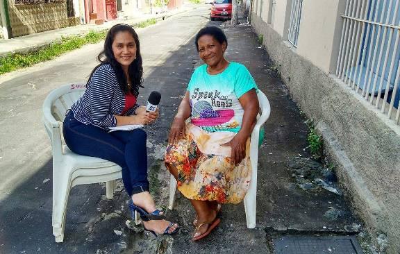 Andrea Vieira gravando ruas da historia