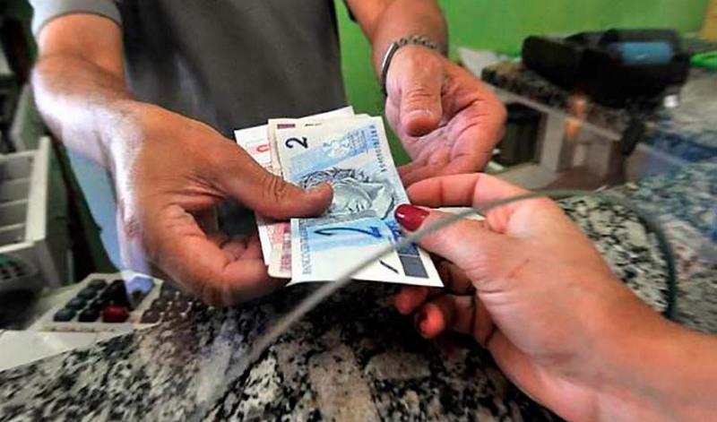 Correntista baixa renda é o que mais faz transações com dinheiro vivo