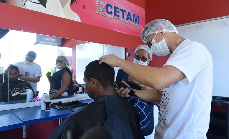 Barbeiro Cetam (Foto: Nathalie Brasil/Secom)